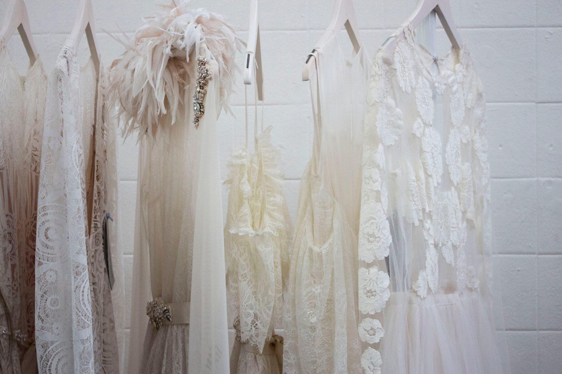 minimalizm-ubrania-blog-szafa-kapsulowa-ciuchy